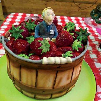 0426STRAWBERRY-CAKE