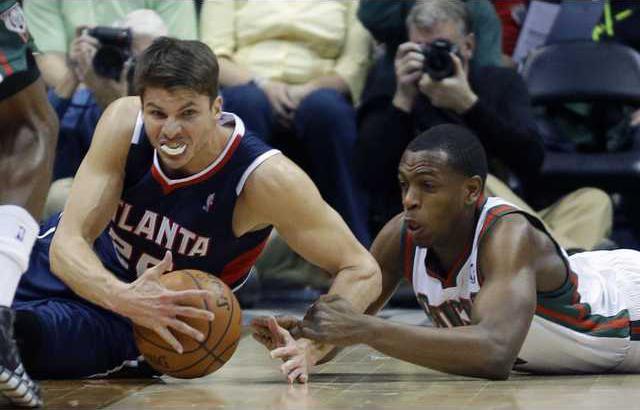 Hawks Bucks Basketbal Hoop
