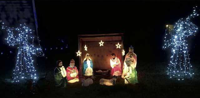 1218CHRISTMAS-Whitey-manger