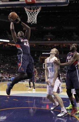 Hawks Bobcats Basketb Hoop 2