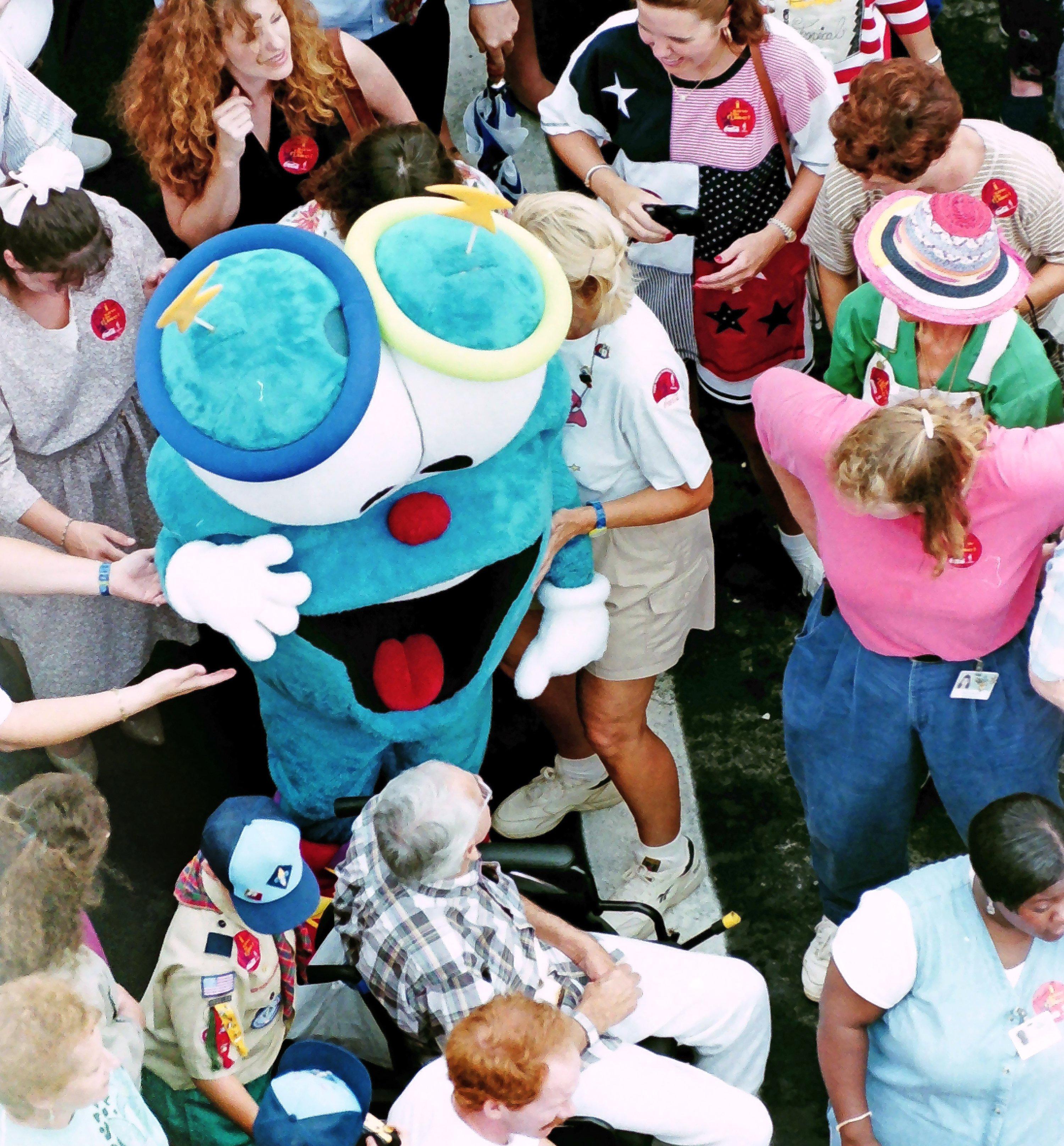 1996 Mascot Izzy 1.jpg